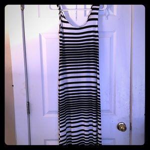 Merona SMALL black and white maxi dress